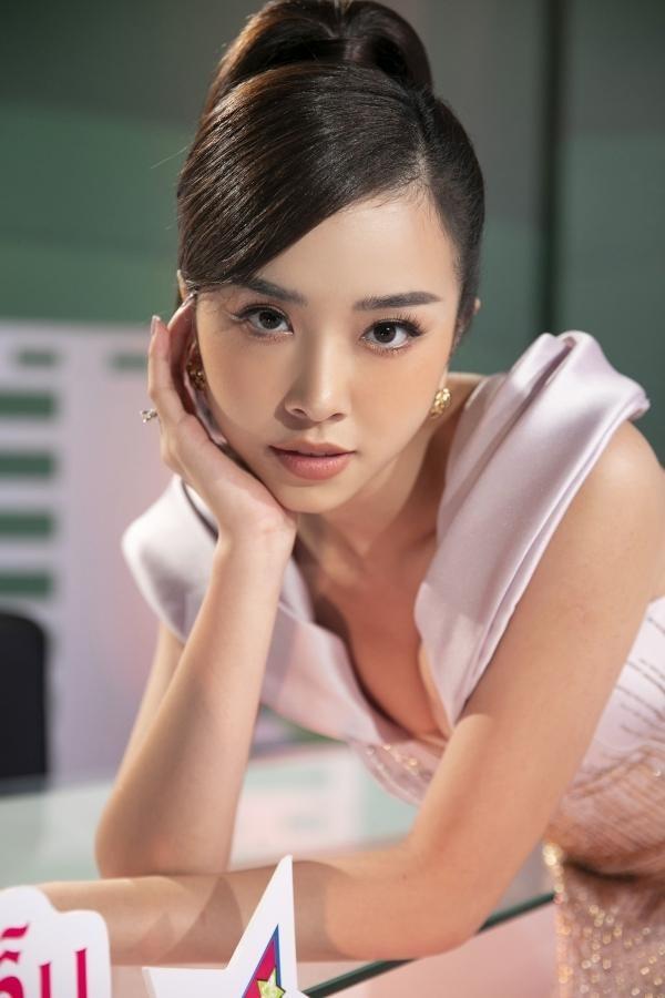 Á hậu Thuý An mặc váy cúp ngực sexy, 'Người đẹp làn da' Phương Quỳnh kiêu sa tựa 'nữ thần' ảnh 2