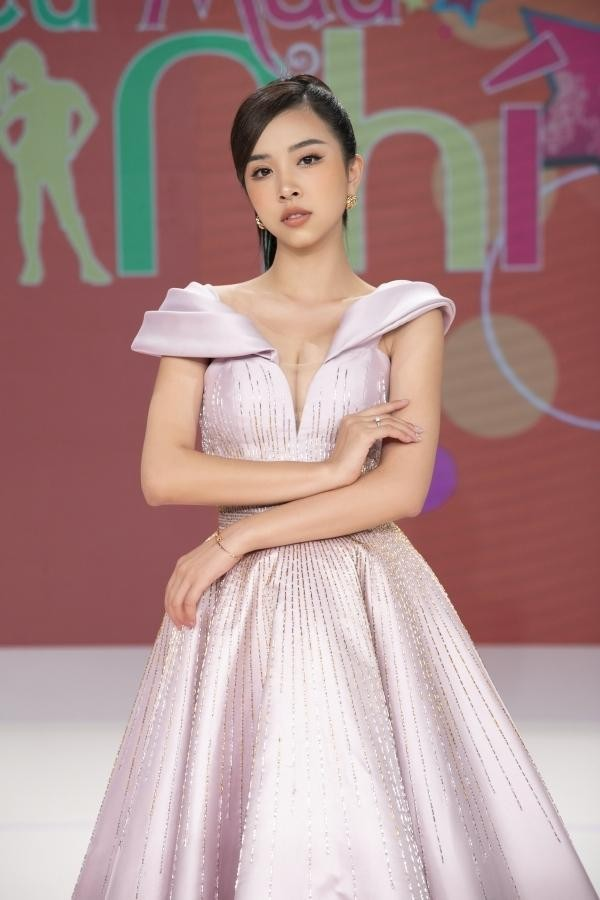 Á hậu Thuý An mặc váy cúp ngực sexy, 'Người đẹp làn da' Phương Quỳnh kiêu sa tựa 'nữ thần' ảnh 1