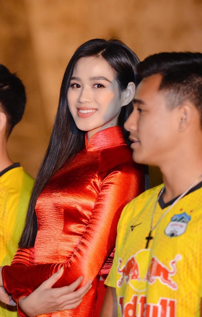 Khoảnh khắc Đỗ Thị Hà được fan khen xinh giống Hoa hậu Thế giới Trương Tử Lâm 'gây sốt' ảnh 5