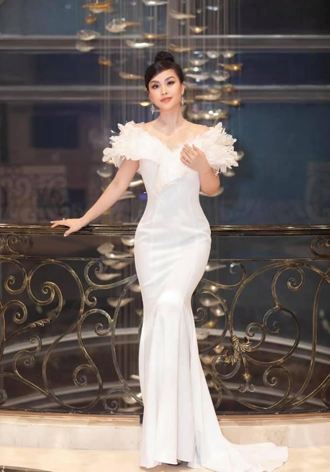 Á hậu Diễm Trang đẹp tựa 'thiên nga trắng', Á hậu Hoàng My mặc váy đỏ rực khoe chân sexy ảnh 4