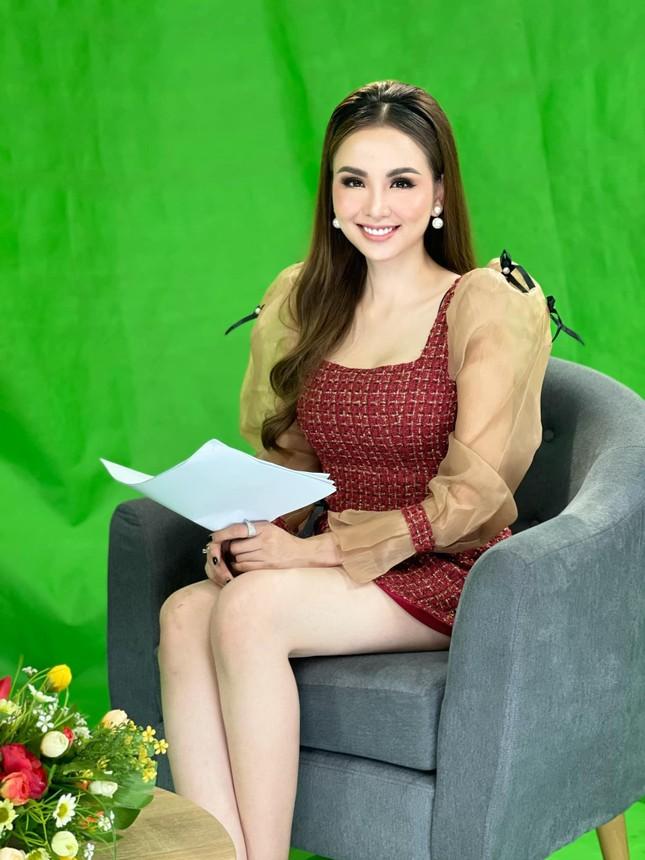Á hậu Diễm Trang đẹp tựa 'thiên nga trắng', Á hậu Hoàng My mặc váy đỏ rực khoe chân sexy ảnh 10