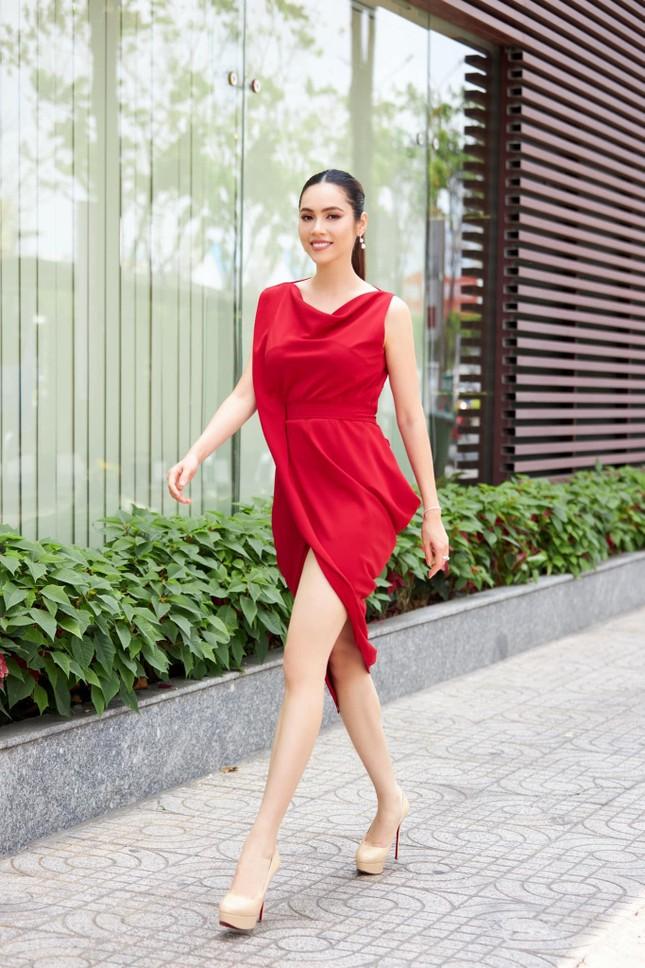 Á hậu Diễm Trang đẹp tựa 'thiên nga trắng', Á hậu Hoàng My mặc váy đỏ rực khoe chân sexy ảnh 3