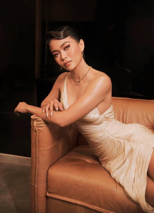 Á hậu Diễm Trang đẹp tựa 'thiên nga trắng', Á hậu Hoàng My mặc váy đỏ rực khoe chân sexy ảnh 7