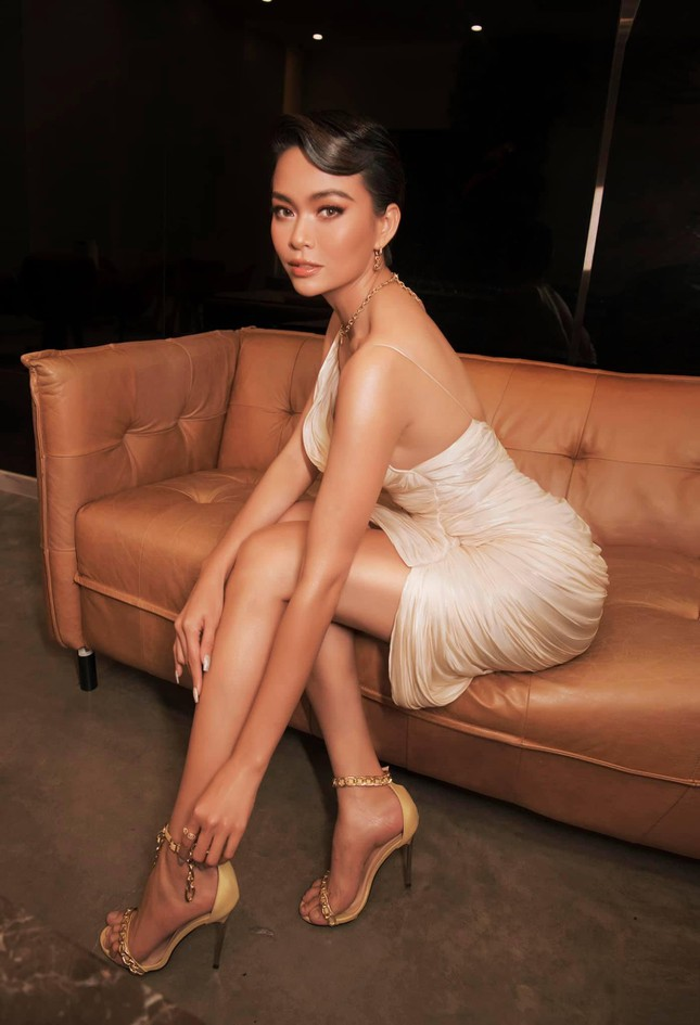 Á hậu Diễm Trang đẹp tựa 'thiên nga trắng', Á hậu Hoàng My mặc váy đỏ rực khoe chân sexy ảnh 8
