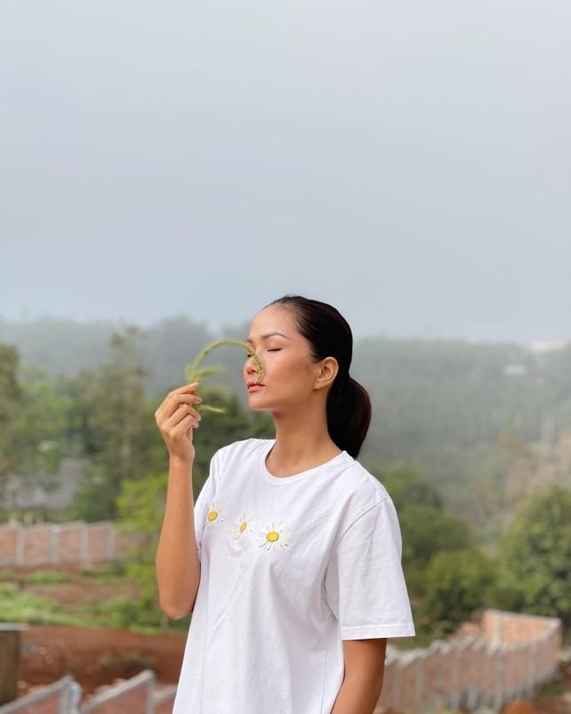 Tiểu Vy - Kiều Loan nóng bỏng 'bất phân thắng bại' khi cùng diện bikini táo bạo ảnh 7