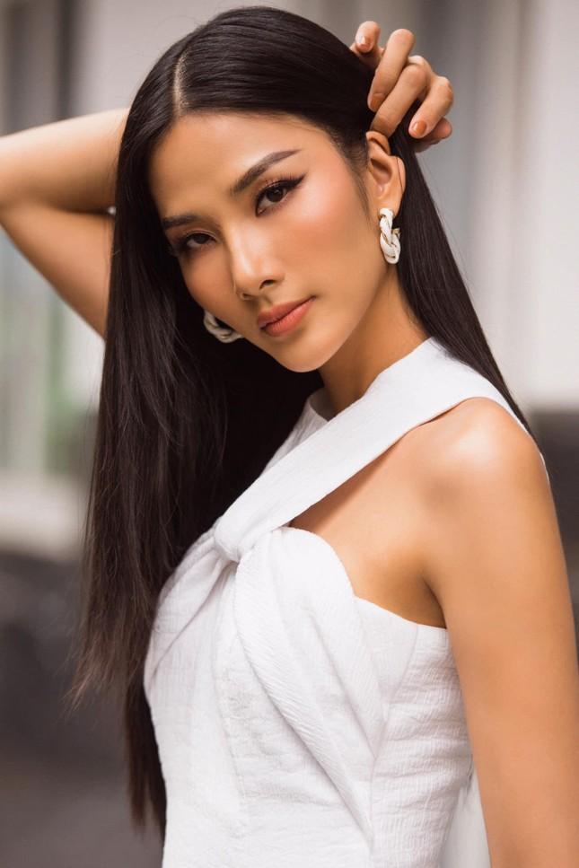 'Người đẹp Biển' Đào Hà khoe dáng nóng 'bỏng mắt', H'Hen Niê mặc bikini hoá nàng tiên cá ảnh 12