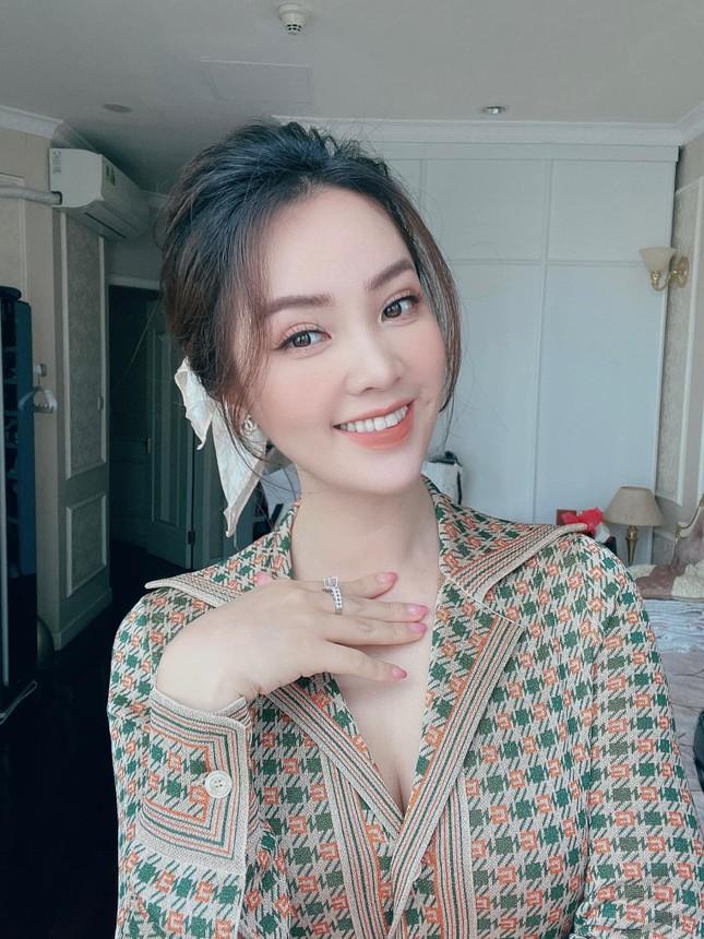 'Người đẹp Biển' Đào Hà khoe dáng nóng 'bỏng mắt', H'Hen Niê mặc bikini hoá nàng tiên cá ảnh 13
