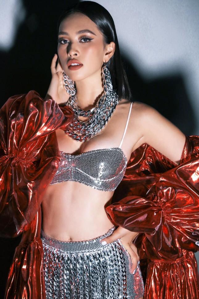 'Người đẹp Biển' Đào Hà khoe dáng nóng 'bỏng mắt', H'Hen Niê mặc bikini hoá nàng tiên cá ảnh 14