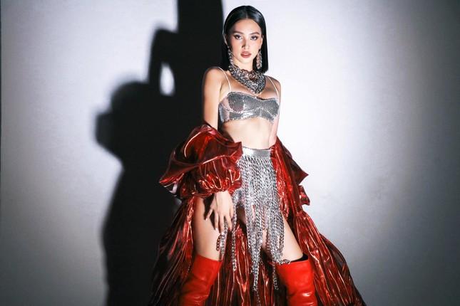 'Người đẹp Biển' Đào Hà khoe dáng nóng 'bỏng mắt', H'Hen Niê mặc bikini hoá nàng tiên cá ảnh 15