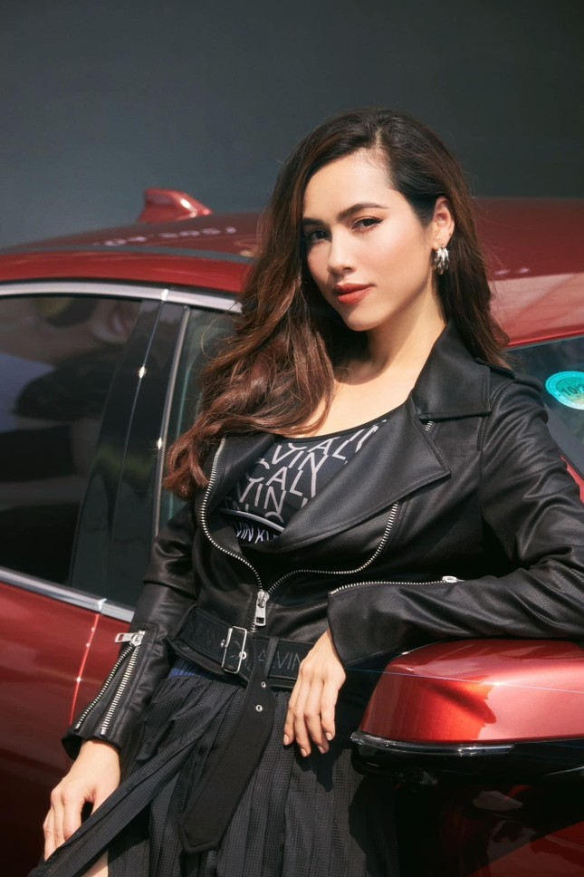 'Người đẹp Biển' Đào Hà khoe dáng nóng 'bỏng mắt', H'Hen Niê mặc bikini hoá nàng tiên cá ảnh 6