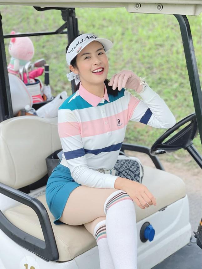 'Người đẹp Biển' Đào Hà khoe dáng nóng 'bỏng mắt', H'Hen Niê mặc bikini hoá nàng tiên cá ảnh 9