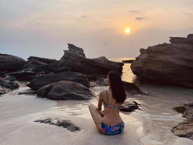 Dàn Hoa, Á hậu cùng diện bikini nóng bỏng chào hè ảnh 19