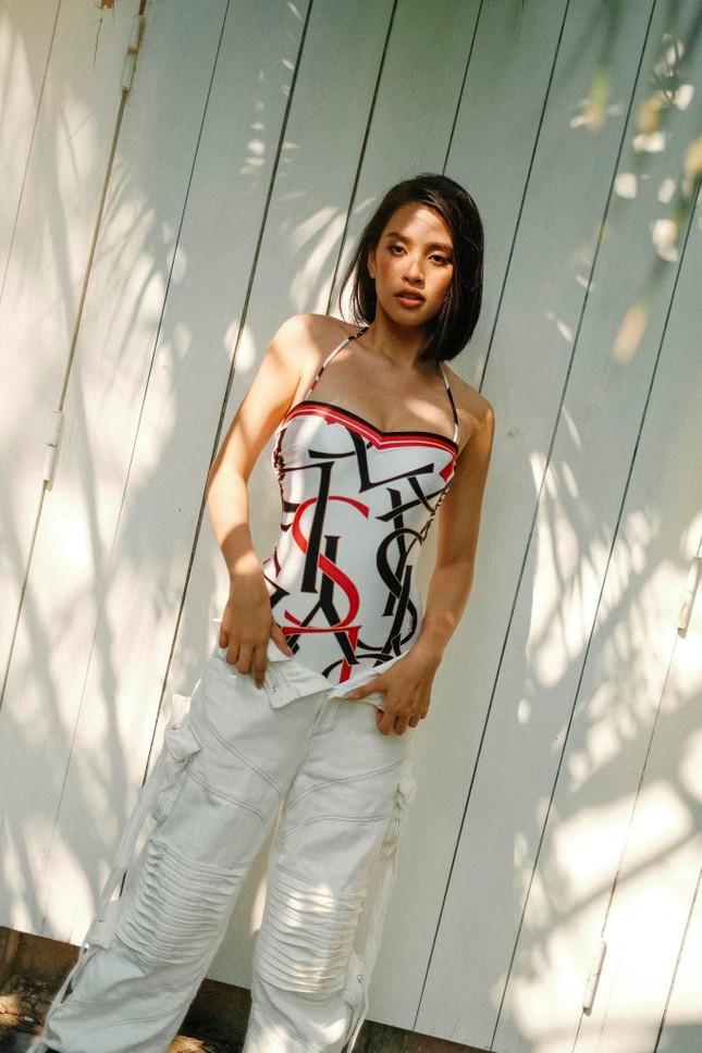 Dàn Hoa, Á hậu cùng diện bikini nóng bỏng chào hè ảnh 3