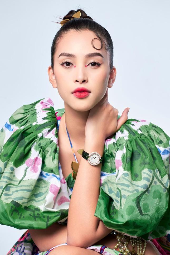 Tiểu Vy biến hóa như 'tắc kè hoa', thành mỹ nhân cổ trang với áo dài cách điệu ảnh 8