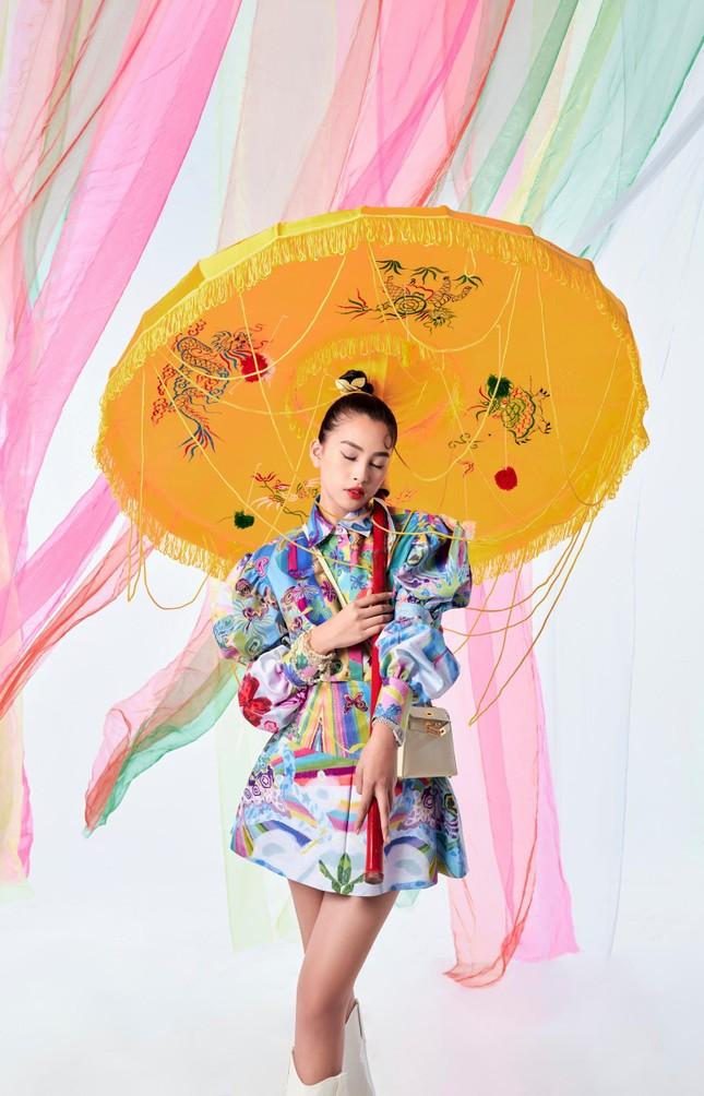 Tiểu Vy biến hóa như 'tắc kè hoa', thành mỹ nhân cổ trang với áo dài cách điệu ảnh 5
