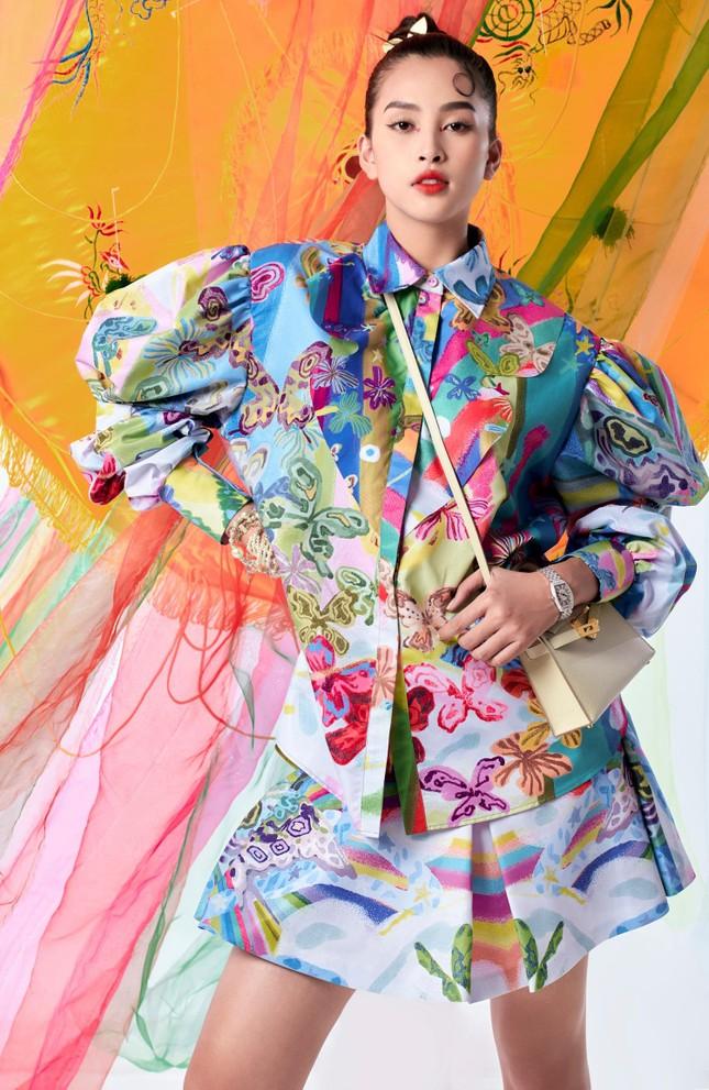 Tiểu Vy biến hóa như 'tắc kè hoa', thành mỹ nhân cổ trang với áo dài cách điệu ảnh 6