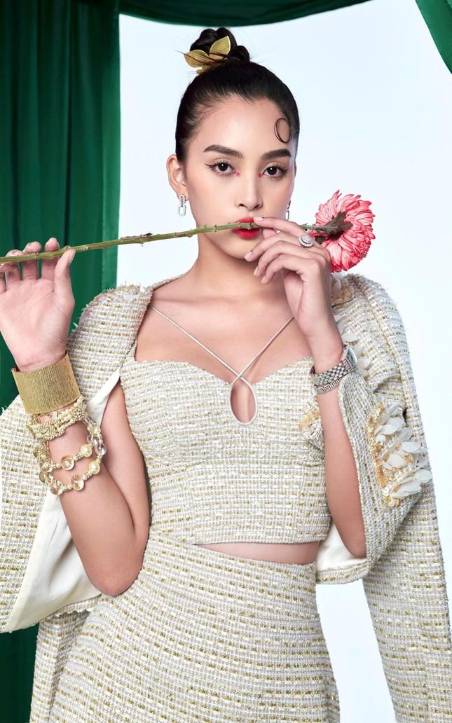 Tiểu Vy biến hóa như 'tắc kè hoa', thành mỹ nhân cổ trang với áo dài cách điệu ảnh 12