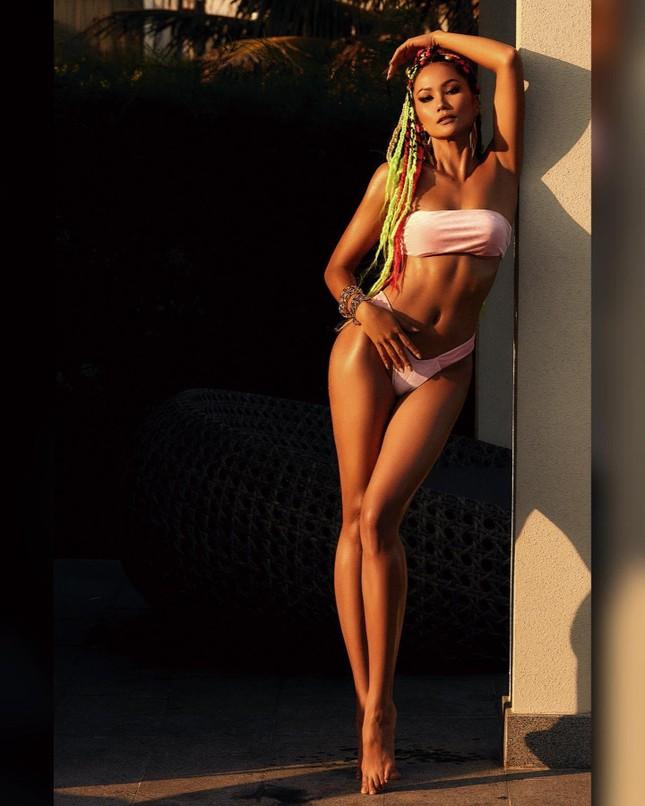 H'Hen Niê chào hè bằng bộ ảnh bikini khoe body 'đồng hồ cát' cực nóng bỏng ảnh 5