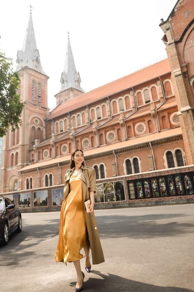 Á hậu Phương Anh diện váy cúp ngực nóng bỏng, Lương Thuỳ Linh quấn khăn làm áo cực sexy ảnh 9