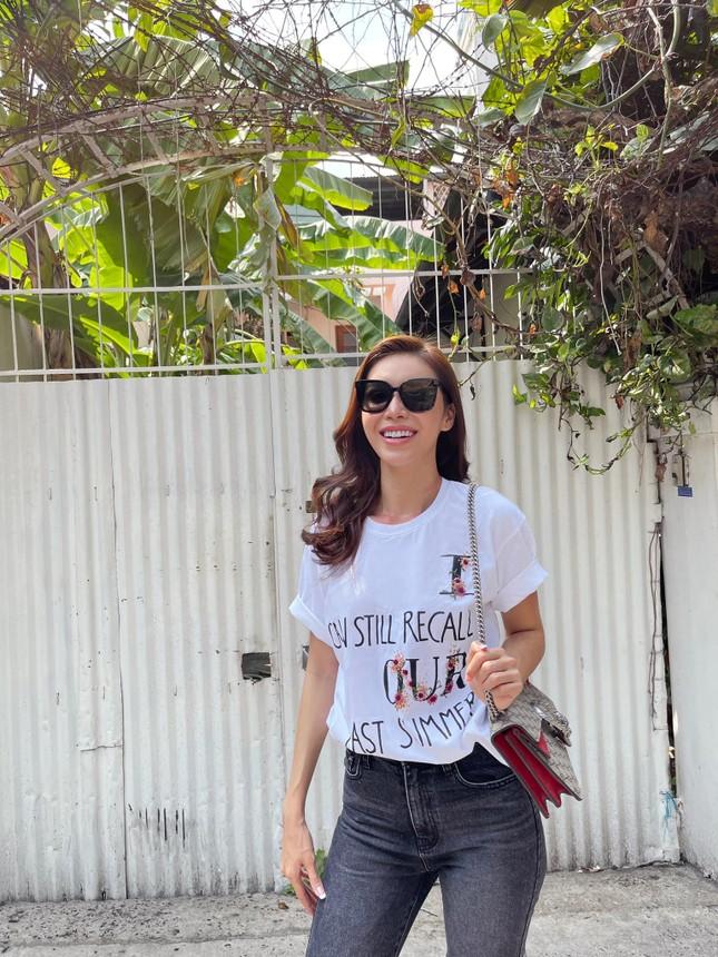 Á hậu Phương Anh diện váy cúp ngực nóng bỏng, Lương Thuỳ Linh quấn khăn làm áo cực sexy ảnh 11