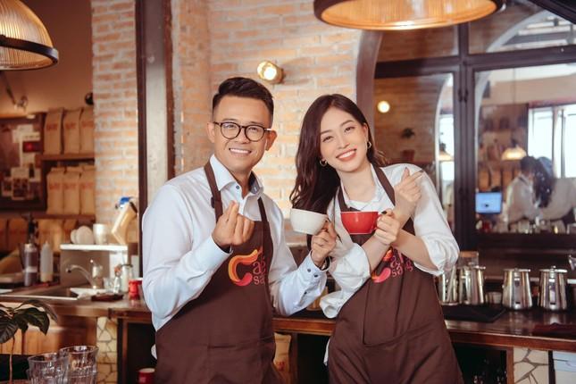 Á hậu Phương Anh diện váy cúp ngực nóng bỏng, Lương Thuỳ Linh quấn khăn làm áo cực sexy ảnh 8