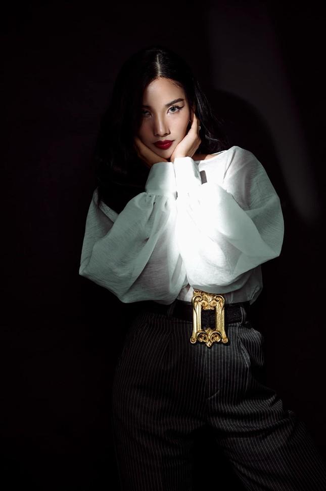 Á hậu Phương Anh diện váy cúp ngực nóng bỏng, Lương Thuỳ Linh quấn khăn làm áo cực sexy ảnh 13