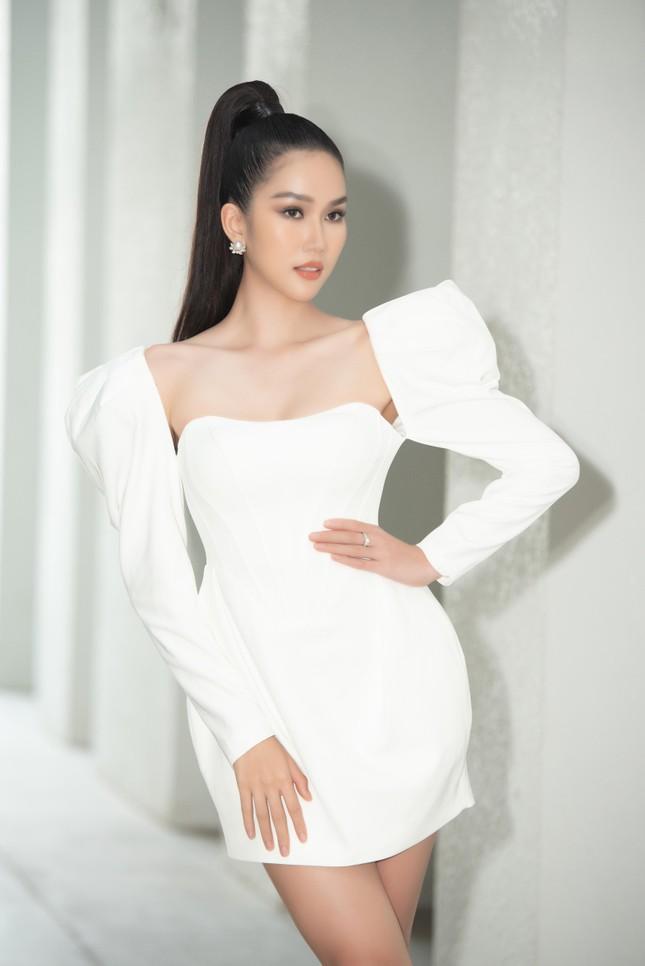 Á hậu Phương Anh diện váy cúp ngực nóng bỏng, Lương Thuỳ Linh quấn khăn làm áo cực sexy ảnh 2