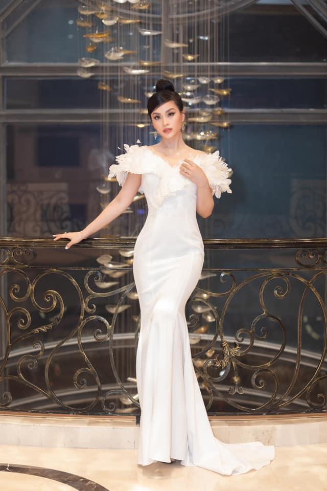 Hoa hậu Đỗ Thị Hà 'đụng hàng' loạt mỹ nhân Việt và vẻ đẹp khó trộn lẫn ảnh 9