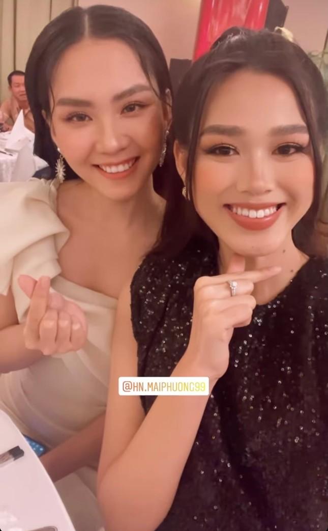 Hoa hậu Đỗ Thị Hà 'đụng hàng' loạt mỹ nhân Việt và vẻ đẹp khó trộn lẫn ảnh 11