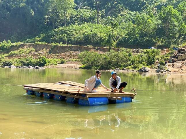 Hoa hậu Đỗ Thị Hà trèo đèo lội suối đi khảo sát dự án Nhân ái cho Miss World ảnh 3