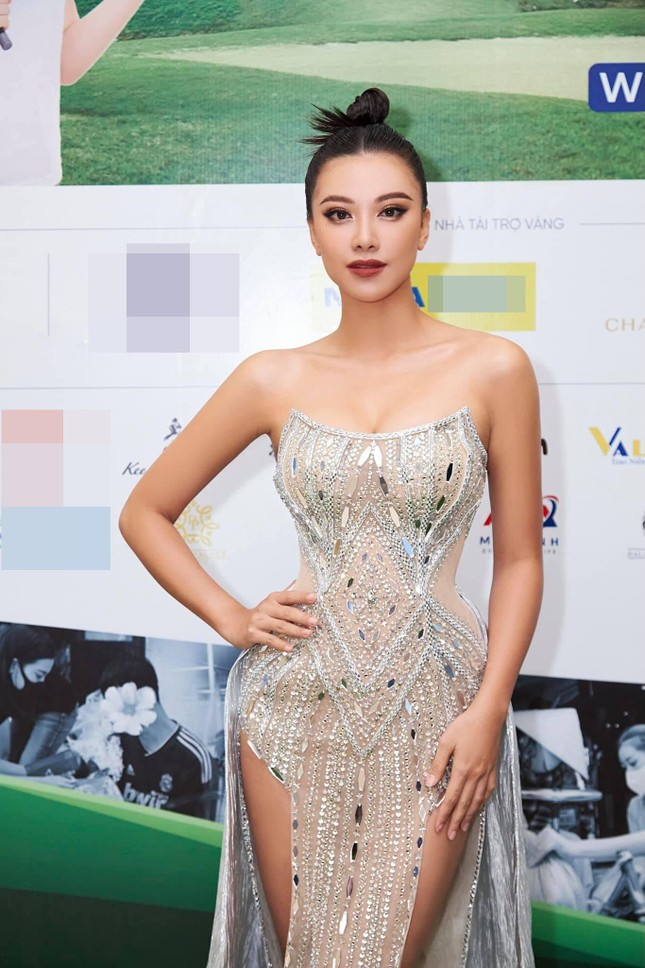 Tiểu Vy mặc áo corset trễ nải nóng bỏng, Hà Kiều Anh diện áo tắm sexy 'đỉnh cao' ở tuổi 45 ảnh 11