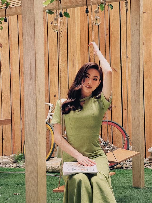 Tiểu Vy mặc áo corset trễ nải nóng bỏng, Hà Kiều Anh diện áo tắm sexy 'đỉnh cao' ở tuổi 45 ảnh 14