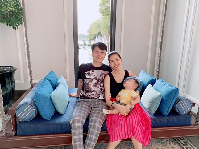 Tiểu Vy mặc áo corset trễ nải nóng bỏng, Hà Kiều Anh diện áo tắm sexy 'đỉnh cao' ở tuổi 45 ảnh 15