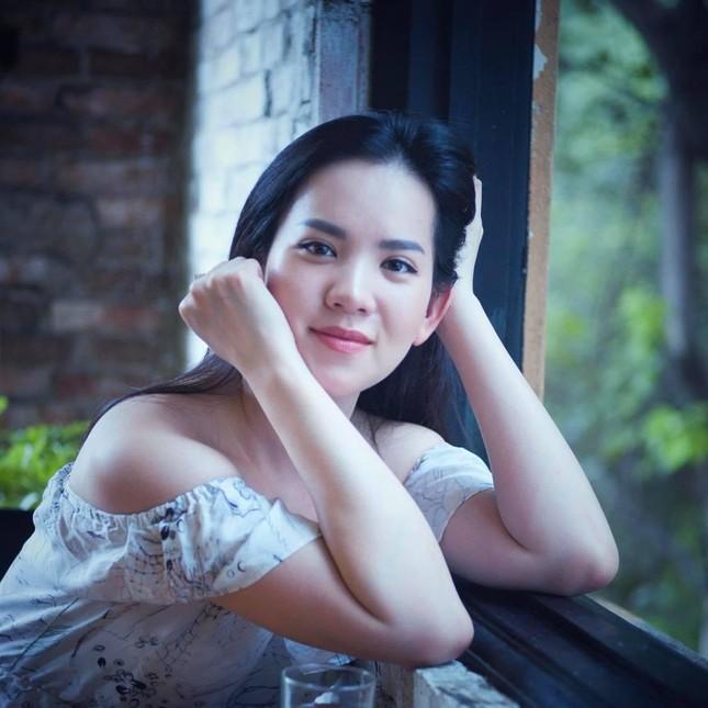 Á hậu Hoàng Oanh từng là đại diện hãng hàng không quốc gia Việt Nam giờ ra sao? ảnh 7