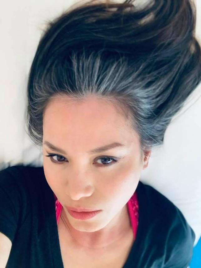 Hoa hậu Ngọc Khánh rạng rỡ đọ sắc cùng chị em Thúy Hằng-Thúy Hạnh, đẹp gợi cảm ở tuổi 45 ảnh 3