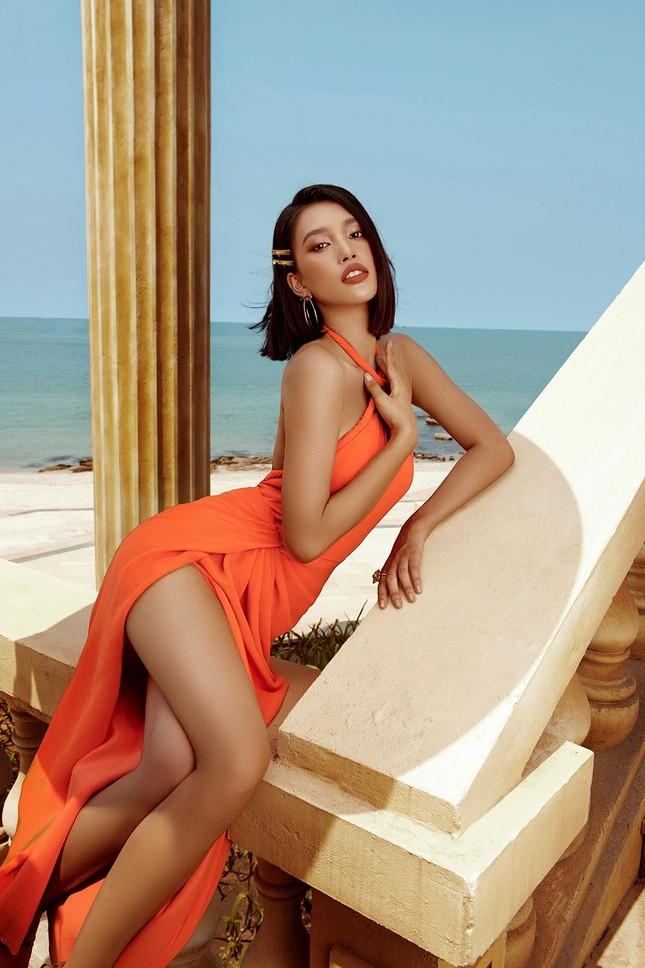 Hoa hậu Tiểu Vy khoe body hoàn hảo cùng làn da nâu gợi cảm trong bộ ảnh chào hè ảnh 8