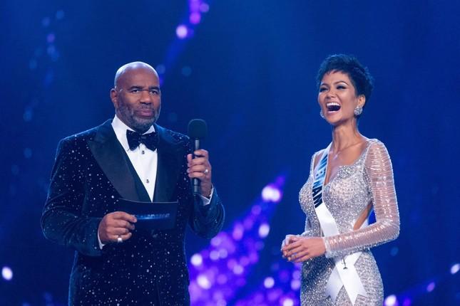 Rộ tin đồn H'Hen Niê làm giám khảo tại Miss Universe 2020, cư dân mạng phản ứng bất ngờ ảnh 4