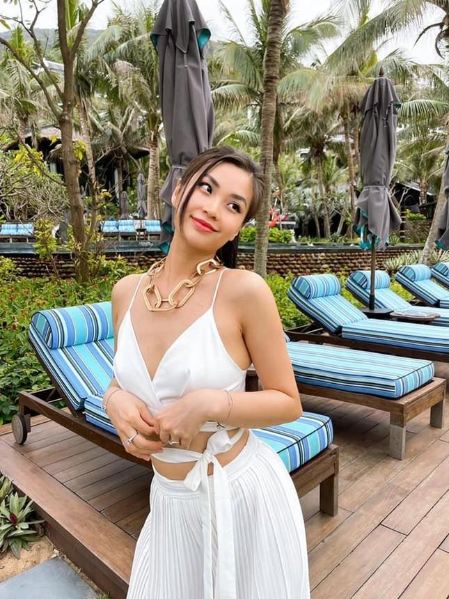 Á hậu Thùy Dung đẹp như công chúa với váy hoa, Huyền My diện váy dạ hội đỏ rực cắt xẻ sexy ảnh 9
