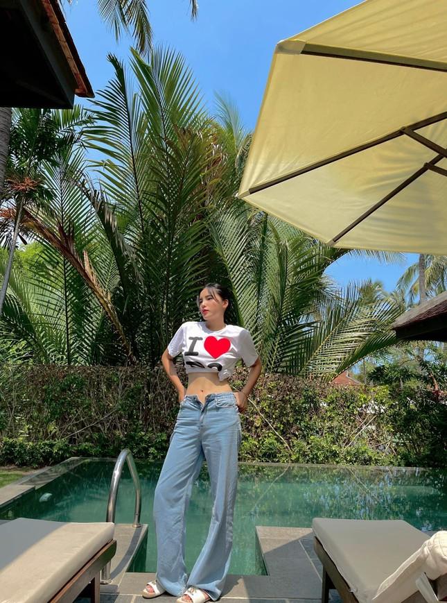 Á hậu Thùy Dung đẹp như công chúa với váy hoa, Huyền My diện váy dạ hội đỏ rực cắt xẻ sexy ảnh 13