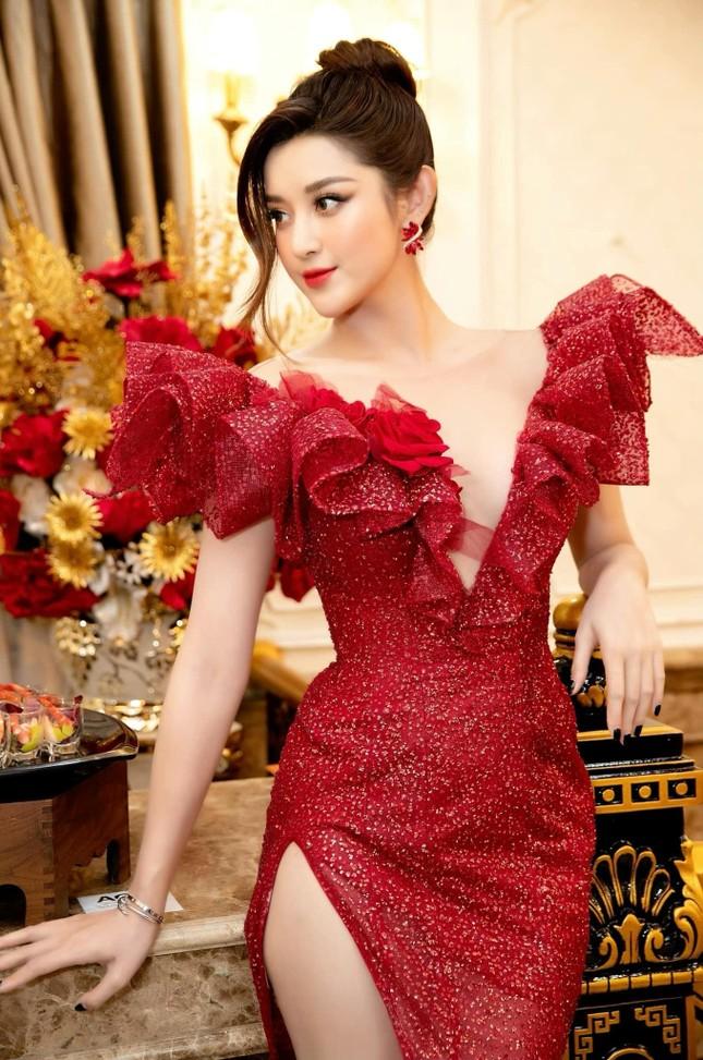 Á hậu Thùy Dung đẹp như công chúa với váy hoa, Huyền My diện váy dạ hội đỏ rực cắt xẻ sexy ảnh 3