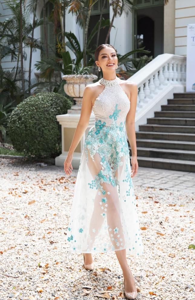 Á hậu Thùy Dung đẹp như công chúa với váy hoa, Huyền My diện váy dạ hội đỏ rực cắt xẻ sexy ảnh 6