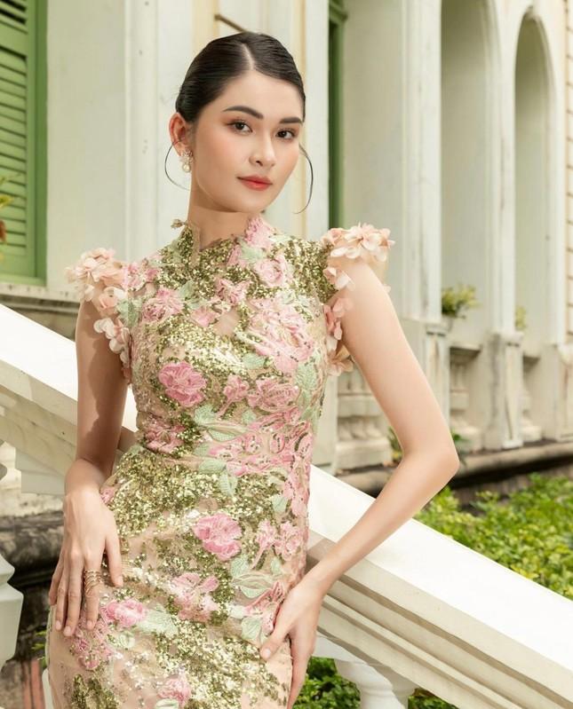 Á hậu Thùy Dung đẹp như công chúa với váy hoa, Huyền My diện váy dạ hội đỏ rực cắt xẻ sexy ảnh 1