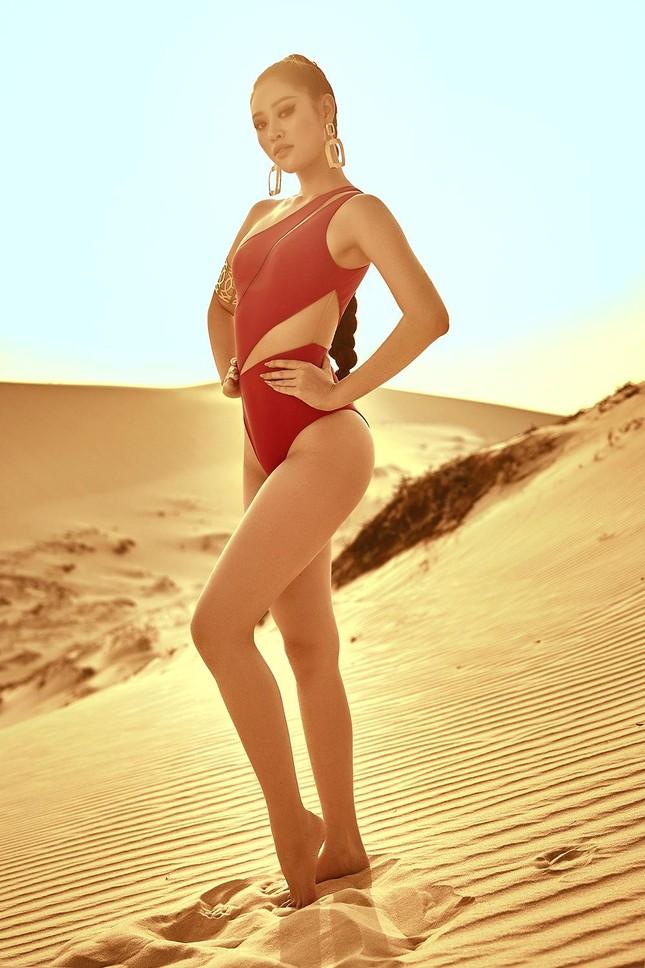Khánh Vân khoe vòng ba 95cm nóng bỏng với áo tắm trước khi đi Mỹ thi Miss Universe ảnh 2