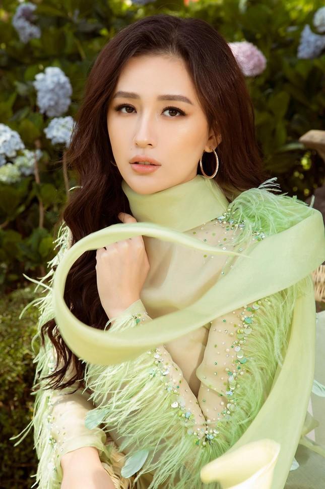 Mai Phương Thúy mặc váy xuyên thấu, đẹp trong veo tựa 'nàng thơ' ở Đà Lạt ảnh 7