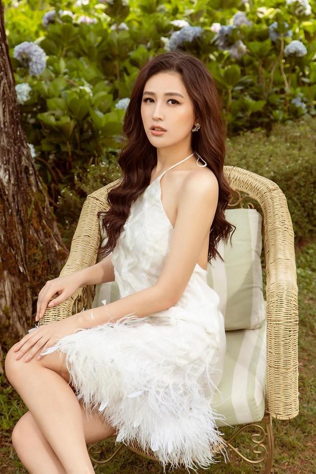 Mai Phương Thúy mặc váy xuyên thấu, đẹp trong veo tựa 'nàng thơ' ở Đà Lạt ảnh 5