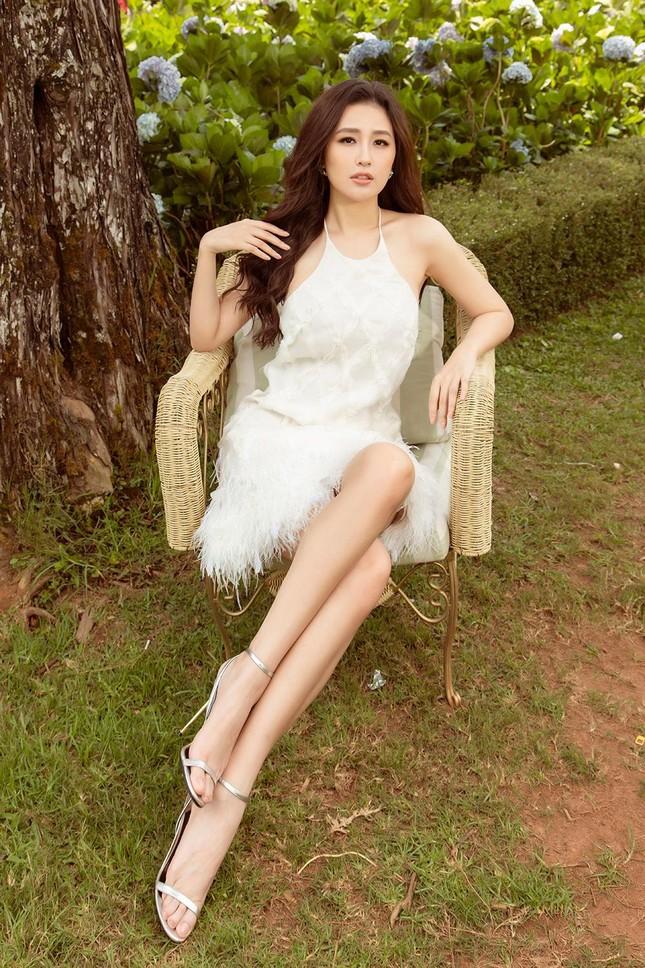 Mai Phương Thúy mặc váy xuyên thấu, đẹp trong veo tựa 'nàng thơ' ở Đà Lạt ảnh 6