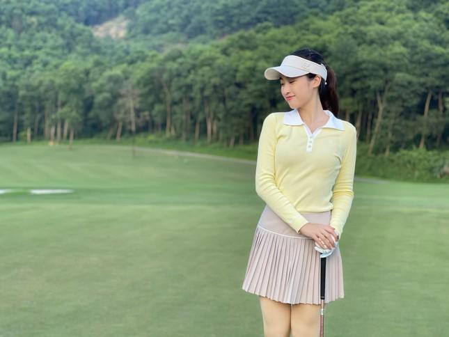 Mai Phương Thuý khoe eo 'con kiến' sexy, Khánh Vân diện váy xẻ khoe vòng một nóng bỏng ảnh 8
