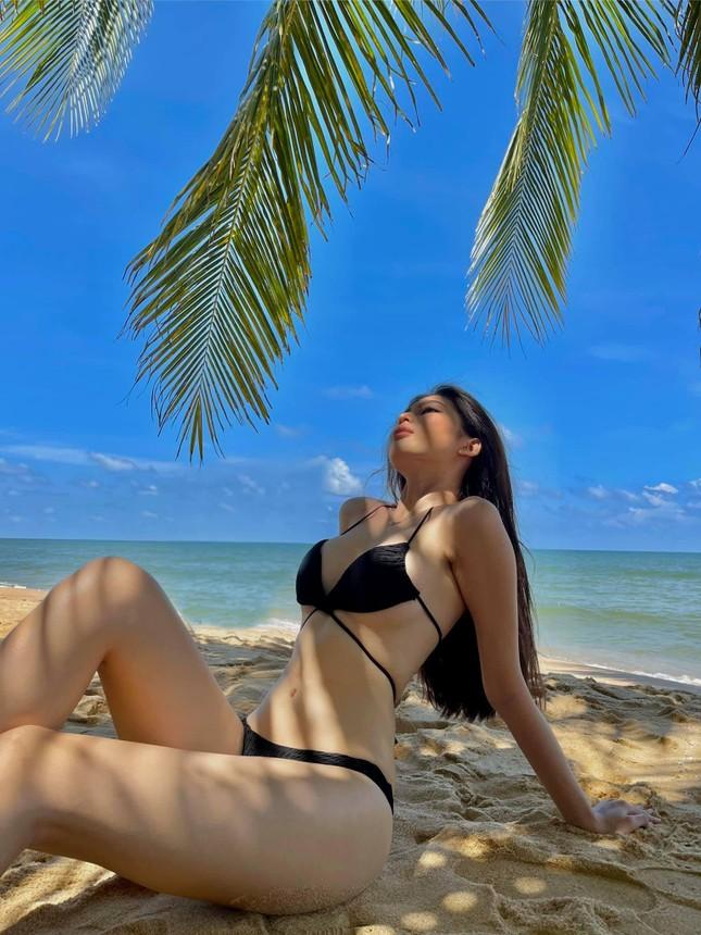 Mai Phương Thuý khoe eo 'con kiến' sexy, Khánh Vân diện váy xẻ khoe vòng một nóng bỏng ảnh 4