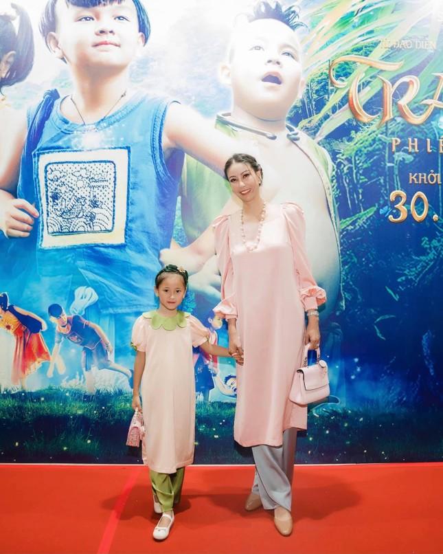 Mai Phương Thuý khoe eo 'con kiến' sexy, Khánh Vân diện váy xẻ khoe vòng một nóng bỏng ảnh 10