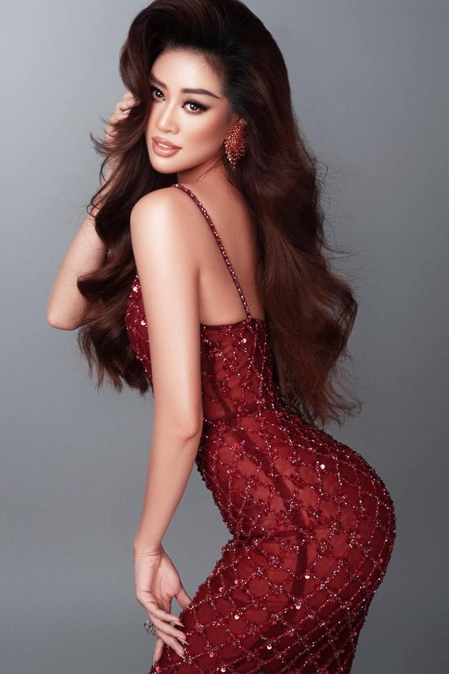 Mai Phương Thuý khoe eo 'con kiến' sexy, Khánh Vân diện váy xẻ khoe vòng một nóng bỏng ảnh 2